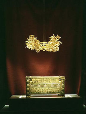 Golden wreath from Vergina