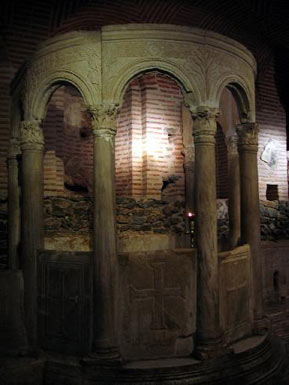 Baptizing pool (baptisterium) in the crypt