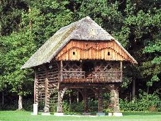 Kozolec, Traditional wooden architecture